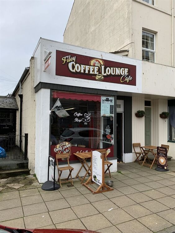 popular-coffee-shop-in-filey-town-centre_1000X750